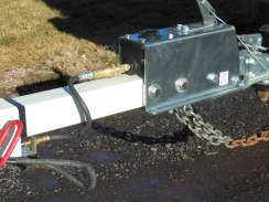 Quick disconnect hydraulic line to the Demco actuator