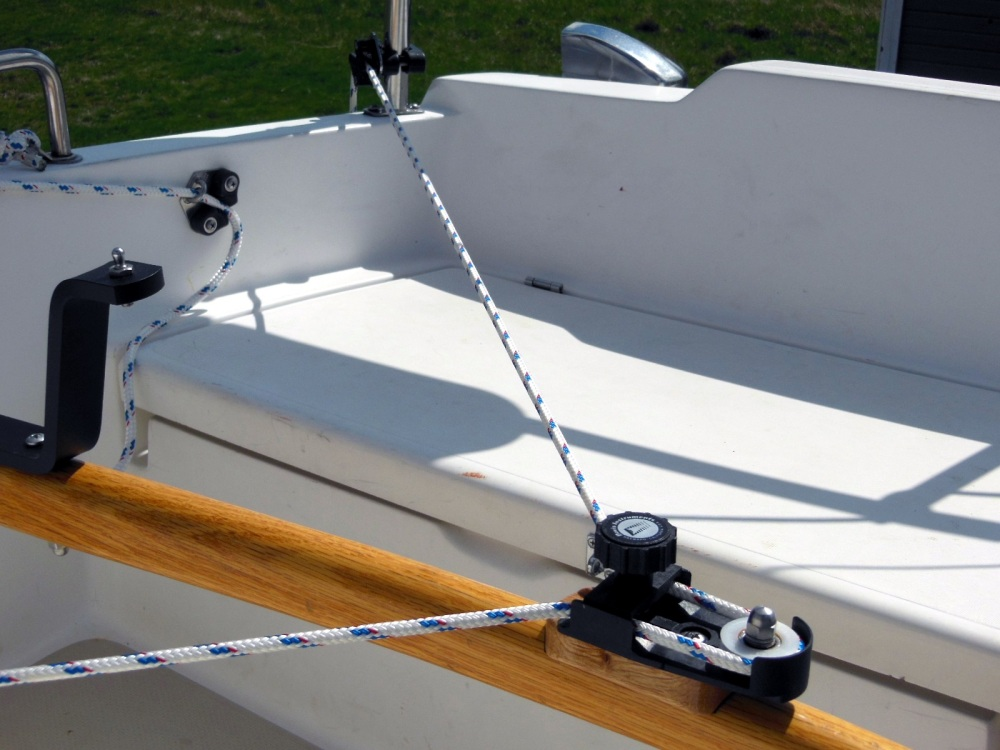 Starboard side attached to a stanchion-mounted cleat