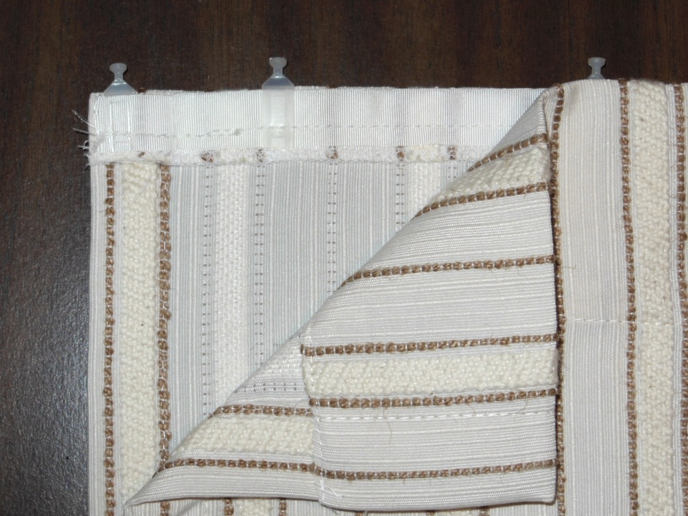 Close-up of head privacy curtain construction